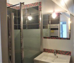 Salle de bain rose et gris